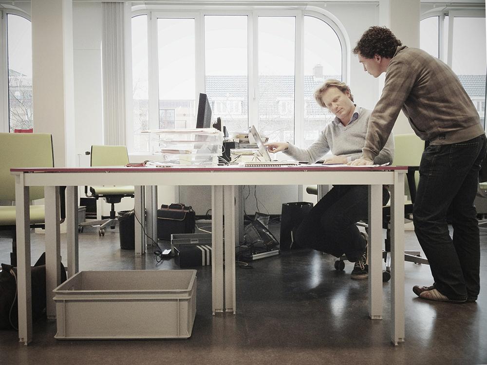 Методический отдел разрабатывает курс английского для компании