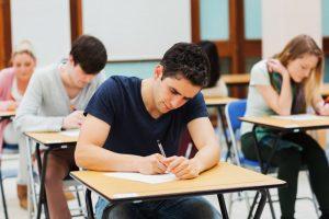 Студенты, сдающие экзамен DELE