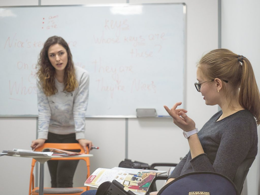 Преподаватель и студент на курсах Start2Study
